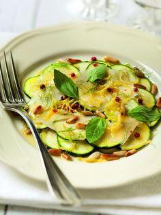 Carpaccio Of Zucchini - yummy végé - Raw Food Recipes No Salt Recipes, Raw Food Recipes, Veggie Recipes, Salad Recipes, Cooking Recipes, Healthy Recipes, Ceviche, Sin Gluten, Burritos