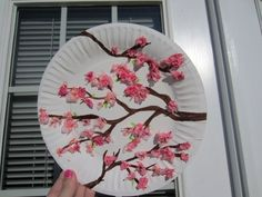 cherry blossom art - for kids craft table. Chinese New Year Crafts For Kids, Spring Crafts For Kids, Diy Crafts For Kids, Around The World Crafts For Kids, Chinese Crafts, New Year's Crafts, Arts And Crafts, Painting For Kids, Art For Kids