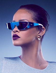 As peças tem um design futurista e Rihanna conta que passou um dia na sede da Dior olhando arquivos e desenhando o modelo