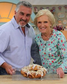 "In the Great British Bake Off Masterclass, Mary Berry and Paul Hollywood ""take over the tent"" and show us how they would've tackled all of the challenges from the season. British Baking Show Recipes, British Bake Off Recipes, Great British Bake Off, Paul Hollywood Bread, British Baker, Mary Berry, Baking Tips, Cooking Recipes, Chef Recipes"