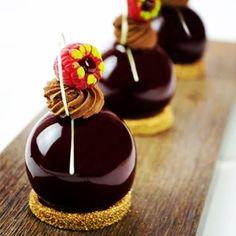 Le Cordon Bleu Paris - Culinary Arts School: Petit Fours Class is a Blast - See… Small Desserts, Elegant Desserts, Beautiful Desserts, Gourmet Desserts, Fancy Desserts, Just Desserts, Dessert Recipes, Plated Desserts, Decoration Patisserie