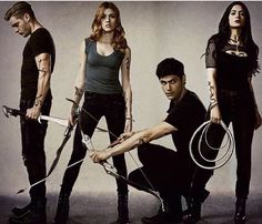 #shadowhunters#aleclightwood#jaceherondale#claryfray#isabellelightwood#malec#sizzy#clace#clizzy Isabelle Lightwood, Alec Lightwood, Jace Wayland, Clary Fray, Clary Und Jace, Alec And Jace, Shadowhunters Malec, Shadowhunters The Mortal Instruments, Clace