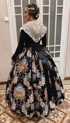 Medieval Clothing, Historical Clothing, Modern Fashion, Cute Fashion, Old Fashion Dresses, Only Clothing, Fairytale Fashion, Europe Fashion, Girl Model