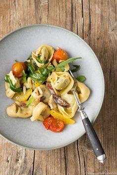 Tortelloni mit Rucola, Tomaten, Orangenfilets und Sardellen Pesto Pasta, Pasta Salad, Noodle Recipes, Pasta Recipes, International Recipes, Pasta Dishes, Risotto, Food Porn, Good Food
