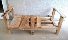 how to build a pallet wood outdoor furniture sofa Funky Junk Interiors Wooden Pallet Crafts, Diy Pallet Projects, Wooden Pallets, Wood Projects, Pallet Wood, Pallet Ideas, Recycled Pallets, Pallet Bar, 1001 Pallets