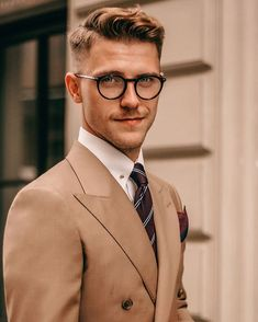 Beard styles 771734086134437588 - 44 Amazing Mens Beard Style Ideas To Make Your Look More Cool Source by wikfashion Classic Mens Haircut, Classic Mens Hairstyles, Cool Hairstyles, Beard Styles For Men, Hair And Beard Styles, Gentleman Haircut, Gentleman Style, Medium Hair Styles, Short Hair Styles