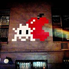 On instagram by khemzilla.nyc #spaceinvader #unas (o) http://ift.tt/1oD2CnN l. to r. #SpaceInvader(looking #Shady #Suspect as fuck) #BigApple (bigger than invader showing signs of compromised integrity of outer tissue possibly a bite wound or velocity wound) full #spectrum of visible #light (either entering or exiting BigApple possible #deathray)..Aliens attacking the hood..I wish those dumb #muthasnubba's would...I'll smack the purple shit out of an #extraterrastrial if the punk #disrespect…