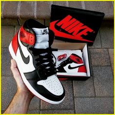 Sneakers have been a part of the world of fashion more than perhaps you believe. Today's fashion sneakers have little likeness to their early forerunners but their popularity continues to be undiminished. Jordan Shoes Girls, Air Jordan Shoes, Girls Shoes, Zapatillas Nike Jordan, Sneakers Fashion, Shoes Sneakers, Black Sneakers, Puma Sneakers, Men Sneakers
