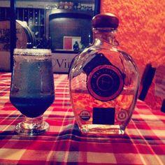 El Sotol Nero es una bebida preparada con Sotol Hacienda de Chihuahua Añejo, agua mineral y sambuka, la mezcla perfecta para cualquier noche.