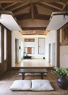 Asian interior design is a stylish and classy way to decorate your home. Asian Interior Design, Japanese Interior, Interior Design Inspiration, Interior And Exterior, Design Ideas, Interior Styling, Interior Decorating, Traditional Interior, Traditional House