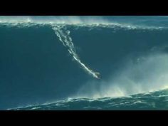 Amazing!! McNamara surfing a great wave in the North beach - Nazaré