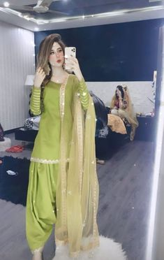 Pakistani Kids Dresses, Punjabi Dress, Indian Fashion Dresses, Fashion Outfits, Women's Fashion, Fancy Dress Design, Girls Frock Design, Kurta Designs, Mehndi Designs