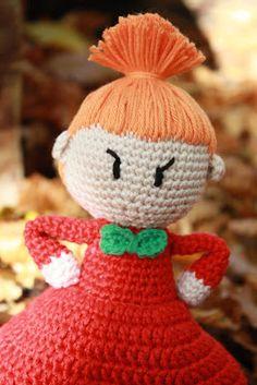 Galna i Garn: Lilla My - nb no pattern Crochet Home, Love Crochet, Crochet Gifts, Crochet Dolls, Knit Crochet, Amigurumi Doll, Amigurumi Patterns, Baby Barn, Dorset Buttons