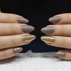 "5 Synes godt om, 1 kommentarer – Box of beauty (@boxofbeautydk) på Instagram: ""NUDE nails with gold"" Round Shaped Nails, Nudes, Beauty, Round Wire Nails, Beauty Illustration"