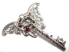 Creative Ideas to Turn Vintage Keys into New Jewelry - Sortashion