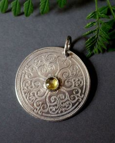 Sunilda, medieval shield jewelry in sterling silver and yellow quartz