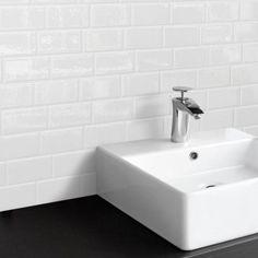 Carrelage Métro Blanco | Mural, adhésif | Smart Tiles Decorative Wall Tiles, Mosaic Wall Tiles, Bathroom Floor Tiles, Tile Floor, Marble Mosaic, Peel N Stick Backsplash, Stick On Tiles, Smart Tiles Backsplash, Adhesive Backsplash