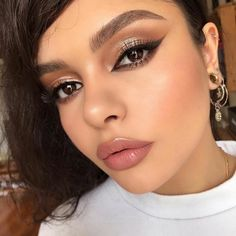 Full finish makeup on exaggerated bigger brighter eyes palette Brown tatoo liner with black… Bright Eye Makeup, Dramatic Eye Makeup, Dramatic Eyes, Makeup For Green Eyes, Gorgeous Makeup, Love Makeup, Beauty Makeup, Makeup Looks, Hair Makeup