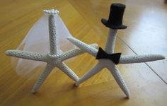 Starfish wedding cake topper. $17.99, via Etsy. Mom, think we can make these?? I do! (get it...I...do...  ;) ha!)