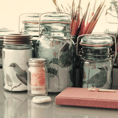 Great idea from the April '09 issue of MSL magazine: using jars as picture frames. From Geninne's Art Blog