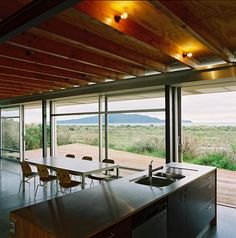 LOVE New Zealand Batch design. The modern day designs for holiday homes in NZ is awesome - especially given the settings. This one from Kiwi architects PARSONSON
