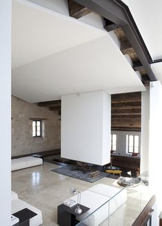 "Interesting ceiling with ""hanging"" fireplace (Maison S. - Wilmotte Architects)"