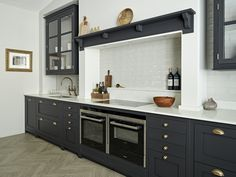 Brayer Design, In Detail: We're taking a closer look at the design details of our Midnight Blue shaker kitchen. Find out more about this kitchen here. Kitchen Remodel, Kitchen Design, Modern Kitchen, Kitchen Chimney, New Kitchen, New Kitchen Cabinets, Double Oven Kitchen, Kitchen Interior, Trendy Kitchen
