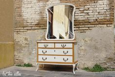 comoda_Dyana_las_tres_sillas_portada Dresser, Antiques, Furniture, Home Decor, Wedding Decoration, Chairs, Antiquities, Powder Room, Antique