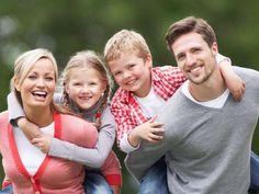 Καθοριστικός παράγοντας στην ανατροφή και στο σχηματισμό της προσωπικότητας των παιδιών είναι η αγάπη που δέχονται από τους γονείς τους είτε με εκφράσεις είτε βιώ