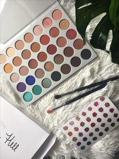 Finally got my hands on the new Jaclyn Hill palette 😍😍Can't wait to experiment with the colours❣️Have a great day everyone