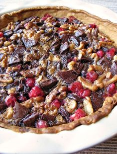 This festive Chocolate Walnut Cranberry Pie is both sweet and tart, and a great change from a typical pecan pie, making it a great addition to any holiday dessert table. Easy Desserts, Delicious Desserts, Dessert Recipes, Healthy Desserts, Tart Recipes, Sweet Recipes, Christmas Friends, Christmas Time, Cranberry Pie