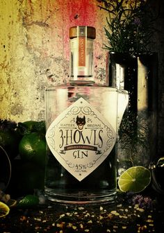 3 Howls Distillery on Packaging of the World - Creative Package Design Gallery Beverage Packaging, Bottle Packaging, Liquor Bottles, Vodka Bottle, Gins Of The World, Wine And Liquor, Gin Liquor, Gin Lovers, Geneva