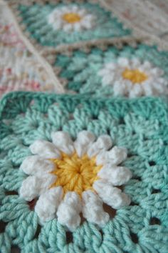 Donna's Daisy Blanket~No pattern for this afghan or the sq, but pattern for daisy is posted. ~Inspiration