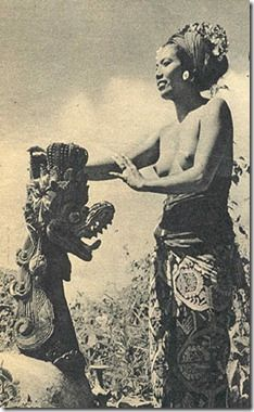 Bali's Most Beautiful Woman Tribal People, Tribal Women, Old Pictures, Old Photos, Vintage Photographs, Vintage Photos, Hula Dancers, Ancient Beauty, Girl Inspiration