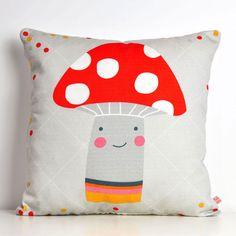 almofada decorativa para quarto de criança com cogumelo