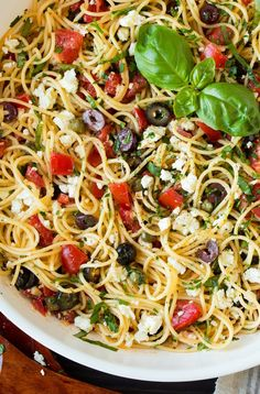Garlicky Greek Spaghetti Toss - Cooking Classy (make it with zoodles and skip tomatoes) Greek Spaghetti, Spaghetti Salad, Vegan Spaghetti, Greek Pasta, Spaghetti Recipes, Pasta Recipes, Cooking Recipes, Feta Cheese Recipes, Amish Recipes