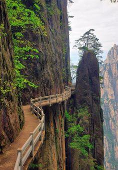 Huang Shan (黄山,yellow mountain), Anhui (安徽), China