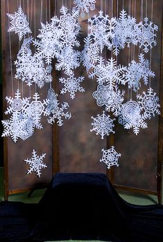 The prettiest paper snowflakes! I made a very failed attempt at making some earlier this season: apparently I've forgotten all the [paper snowflake-making] skills acquired in those years of elementary school art & craft projects. Maybe next year! ;)