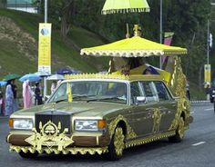 24K Gold Plated Rolls Royce wedding car. The owner of the car is Sultan of Brunei whose car garage includes 600 Rolls Royce cars, over 300 Ferrari,134 Koenigegg, 11 McLaren F1, 6 Dauer Porsche 962 LMs and a number of luxurious Jaguars.