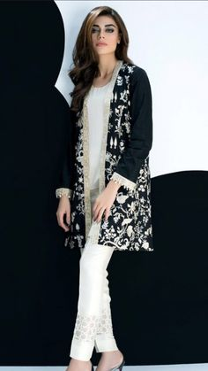 Fancy Party Wear Dresses for Women 2018 Formal Pakistani Dresses - Designer Dresses Couture Pakistani Frocks, Pakistani Party Wear Dresses, Pakistani Dress Design, Pakistani Outfits, Simple Pakistani Dresses, Best Casual Dresses, Stylish Dresses For Girls, Frock Fashion, Party Fashion