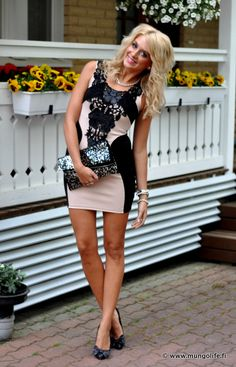 love this dress. black and light pink with lace. so good.