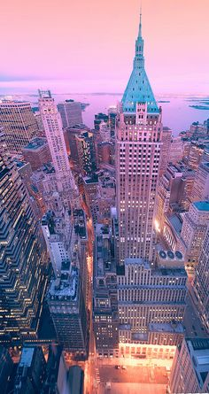 New York. New York . It's a toddling town. Fom the 1 Chase Manhattan Plaza, looking at Trump Tower on Wall Street Oh The Places You'll Go, Places To Travel, Travel Things, Travel Stuff, Sunset In Nyc, Pink Sunset, Empire State Of Mind, Belle Villa, Cities