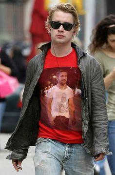 Ryan und Macaulay: Eine unendliche T-Shirt-Bildgeschichte - Macauly trägt Ryan, trägt Macauly, trägt Ryan, trägt Macauly,.. Mehr dazu hier: http://www.nachrichten.at/nachrichten/society/Ryan-und-Macaulay-Eine-unendliche-T-Shirt-Bildgeschichte;art411,1386852 (Bild: imgur.com)
