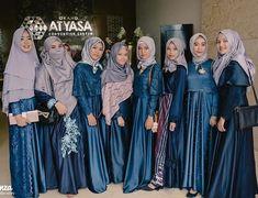 "688 Suka, 1 Komentar - OPEN PAID PROMOTE (@inspirasigaunmuslimah_) di Instagram: ""Inspired by @bnfsaa_ . . . Jangan lupa di follow dan di Like yaa @inspirasigaunmuslimah_ 😍 . .…"" Kebaya Hijab, Kebaya Dress, Dress Pesta, Kebaya Muslim, Muslim Fashion, Hijab Fashion, Fashion Outfits, Model Kebaya, Hijab Style Dress"