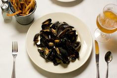 {been there} hallelujah for the return of #LaFrite. oh mussels and fries. you are my favorites.