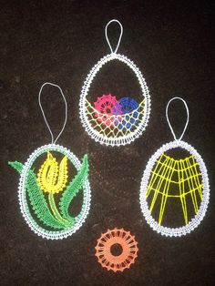 kniple - Hledat Googlem Lace Heart, Point Lace, Lace Jewelry, Bobbin Lace, Lace Design, Hobbies And Crafts, Lace Detail, Easter Eggs, Tatting