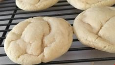 Easy Sugar Cookies Recipe Quick and easy sugar cookies! Terrific plain or with candies in them. This recipe uses basic ingredients you probably already have. Sugar Cookie Recipe Easy, Easy Sugar Cookies, Quick Cookies, Easiest Cookie Recipe, Funfetti Cookies, Making Cookies, Summer Cookies, Baby Cookies, Heart Cookies