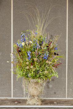 'Painting With Flowers' arrangement Zita Elze photo: Julian Winslow for New Covent Garden Flower Market BFF319_wm