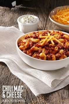 Ingredients: Meat: 1 lb Ground beef, lean Condiments: 1 jar Ragu old world style traditional sauce Pasta & Grains: 8 oz Elbow macaroni, cooked and drained Baking & Spices: 1 1/2 tbsp Chili powder Dairy: 1 Cheddar cheese 1 Sour cream
