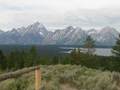 Top 10 Things to See or Do in Grand Teton National Park - Signal Mountain Can drive to the top! Grand Teton National Park, National Parks Usa, Glacier Park Montana, Places To Travel, Places To See, Yellowstone Vacation, Wyoming, Adventure Travel, Nature Photography
